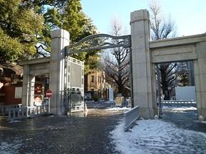 東京大学正門.jpg